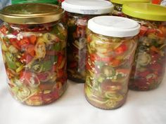 Anul asta am pus altfel ardeii iuti in otet INGREDIENTE : ardei iuti, otet, sare grunjoasa, zahar, PREPARARE : Ardeii iuti ii spalam bine si ne apucam sa ii feliem. Ii clatim apoi in apa sa eliminamo parte din seminte . Asezam apoi feliile de ardei in borcanase si in fiecare borcanas de( 350gr) punem Canning Pickles, Canning Recipes, Conservation, Preserves, Pantry, Mason Jars, Diy And Crafts, Goodies, Food And Drink