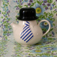 so in love with this Staffordshire teapot