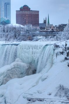 This winter has been a crazy one for Canadians. However, Mother Nature definitely creates some breathtaking scenery, such as a frozen Niagara falls! #Niagara #TheFalls #TIMN