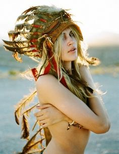 Navajo girl #aztec #indian #feathers #plumes #indien #amerindien #coiffe #hairdress #hippie