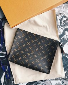 The last one in Vegas! I really didnt think this was a piece I could have in my collection because its always sold out. Pochette Louis Vuitton, Louis Vuitton Handbags, Louis Vuitton Monogram, Hermes Handbags, Luxury Handbags, Small Leather Goods, My Collection, Handbag Accessories, Purses And Bags
