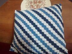 Cojín corner to corner Lana, Throw Pillows, Bed, Toss Pillows, Crocheting, Cushions, Stream Bed, Decorative Pillows, Beds