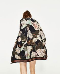 Image 4 of OVERSIZED PRINTED BOMBER JACKET from Zara