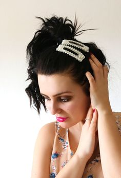 Πιαστρακι μαλλιων Statement Pearls - BLUSHGREECE Crown, Earrings, Accessories, Jewelry, Fashion, Ear Rings, Moda, Corona, Stud Earrings