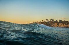 Matemáticos descifran el origen de las olas gigantes que se forman en mitad de los océanos