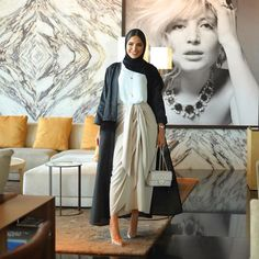 6 modest outfits to adopt for a wedding SoSab Modest Fashion Abaya Fashion, Muslim Fashion, Modest Fashion, Girl Fashion, Fashion Outfits, 2000s Fashion, Fashion 2020, Iranian Women Fashion, Latest Fashion For Women