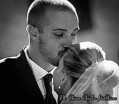 Ed oggi vi saluto con una foto di wedding. Questa foto è caratterizzata da un micromosso che, forse, da il senso del movimento dell'istante colto alla velocità della luce. Il messaggio che traspare è immenso, l'emozione percepita in fase di scatto tantissima... ed è una foto reale fatta di amore e tenerezza. www.fotochiara.it