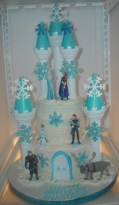 FROZEN CASTLE CAKE...Always good to remember just in case miss Gwendolyn is still Frozen obsessed by this time next yr