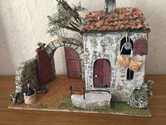 L'ATELIER DE NÔEL: Mes creations pour creche de Noel Diy And Crafts, Arts And Crafts, Glitter Houses, Bird Houses, Nativity, Christmas Diy, Cool Art, Painting, Fairies