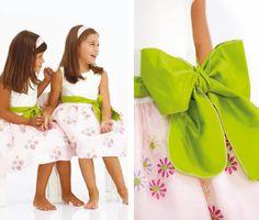 Hace poquito una lectora nos comentó que necesitaba inspiración para vestir a la niña de las arras, así que hoy toca hablar de vestidos par...