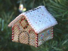 Christmas tree ornament _size: w 5 x d 5.2 x h 4.5 cm_ Snowdrift Cottage