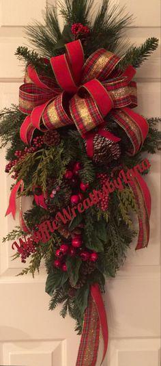 Outside Christmas Decorations, Christmas Door Wreaths, Christmas Swags, Merry Christmas, Diy Christmas Ornaments, Holiday Wreaths, Rustic Christmas, Christmas Projects, Christmas Holidays