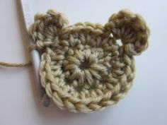 Crochet Bear Applique - Tutorial This could be perfect for my boy's cardi rather than the flowers given on the pattern! Crochet Teddy, Crochet Bear, Love Crochet, Diy Crochet, Crochet Crafts, Crochet Dolls, Crochet Flowers, Crochet Projects, Crochet Round