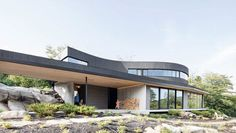 A modern home in Quebec's rural environment by architect Alain Carle. Alain Carle is an architect who lives and works in Montreal, Canada. Architecture Résidentielle, Amazing Architecture, Off Grid House, Wooded Landscaping, Decoration Design, Modern Buildings, Modern House Design, Detached House, Montreal