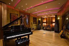 Estúdio de música com acústica perfeita. Mais de 9000 imóveis em Porto Alegre. Compra, venda e locação corporativa. Encontre o imóvel dos seus sonhos em: www.attive.com.br