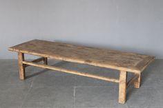 Table basse avec traverse  Orme brut foncé  Chine, 19e s.  Collection: Nature