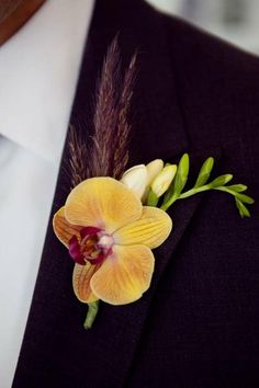Interesting boutonniere design
