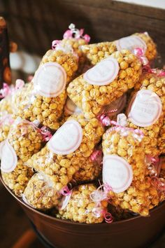 Sea salt and caramel popcorn flavors | EE Photogarphy | The popcorn shack | Theknot.com