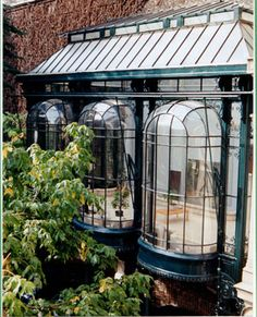 Restoration of antique and historic conservatories : Serres d'Antan