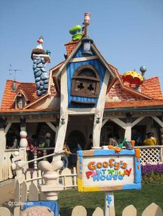 One more from Tokyo's DisneySEA today and this one, is for the kids-- Goofy's Paint 'N' Play in Toontown. Playful and reminiscent of Disneyland's Toontown, however crowded and chaotic. http://land.allears.net/blogs/lauragilbreath/2014/07/ready_6_tokyo_disney_resort_pa.html | #DisneyTokyo #Japan #DisneySEA #DisneyKids #DisneyJr #Japan