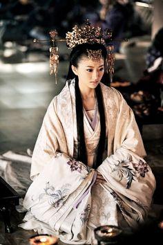 thekimonogallery:  Multi-layered kimono - recreating the Japanese Court costume of centuries ago. Image via Pinterest