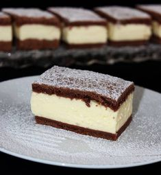Pudingos-tejfölös szelet Sweet Desserts, Sweet Recipes, Dessert Recipes, Hungarian Recipes, Food Humor, Chocolate Recipes, No Bake Cake, Amazing Cakes, Food To Make
