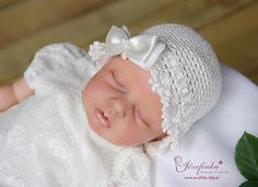 A sweet crocheted christening hat ,with bow and pearl ,made of chenille crewel. in white also available in ivory   All handmade crochet, original design  head circuit : 36, 38,40,42,44,46 cm  composition : 70% cotton, 30% viscose
