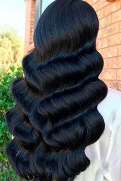 If you want to give your curls a new look, there are literally dozens of long … If you want to give your tresses a new look, there are literally dozens of long hairstyles from which to choose. And the best part about today's trends is that there are so ma Short Curly Hair, Wavy Hair, Curly Hair Styles, Natural Hair Styles, Thick Hair, Bride Hairstyles, Hairstyles With Bangs, Hairstyle Ideas, Vintage Hairstyles For Long Hair