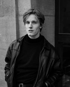 Louis Hofmann, Netflix Tv Shows, Male Poses, Fine Men, Aesthetic Pictures, Pretty Boys, Cute Guys, Beautiful People, Cinema