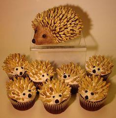 Hedgehog cakelet with coordinating cupcakes