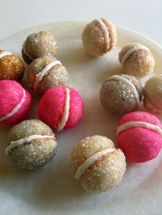 Sparkling macaron cookies to serve with your Sauza Sparkling Margarita toast! Chocolate Chip Cookies, Almond Cookies, Sugar Cookies, Yummy Treats, Sweet Treats, Yummy Food, Cupcakes, Christmas Baking, Christmas Cookies