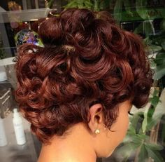 50 Gorgeous Chestnut Brown Hair Color Ideas in These 50 gorgeous chestnut brown hair color ideas below have so many rich shades to refresh your look. Even chestnut brown hair color has many differe. Short Curly Hair, Short Hair Cuts, Curly Hair Styles, Natural Hair Styles, Medium Curly, Ponytail Styles, Curly Bob, Black Women Hairstyles, Easy Hairstyles