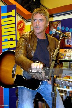 paul-weller-during-paul-weller-performs-studio-150-at-tower-records-picture-id115372003 (681×1024)