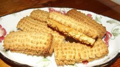 LEKKER RESEPTE VIR DIE JONGERGESLAG: KONDENSMELK KOEKIES Baking Recipes, Cookie Recipes, Dessert Recipes, Scone Recipes, Other Recipes, Sweet Recipes, Yummy Recipes, Kos, Coffee Cookies