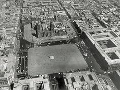 Imagen área del Centro de la Ciudad de Mexico en 1954, los únicos cambios notables que se han dado han, sido la plantación de jardineras a los costados de la Catedral de Mexico y la desaparición de parte de los edifcios de la derecha de Catedral, que han dada paso a los vestigios del Templo Mayor de la Gran Tenochtitlan.