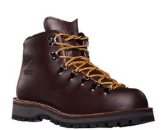 Mountain Light: The original Mt. Light, introduced back in 1979, is believed by many to be greatest backpacking boot of all time. Danner bootmakers build the new model to the exact same specs as the original, down to the color of the full-grain leather and the embossed Danner logo.