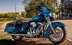 Insightful quotes at: www.ws They'll hear you coming…give em' something to look at. I Harley-Davidson 2011 Street Glide® Harley Street Glide, Harley Davidson Street Glide, Motos Harley Davidson, Harley Bagger, Harley Bikes, Motorcycle Paint Jobs, Harley Davison, Blue Flames, Hot Bikes