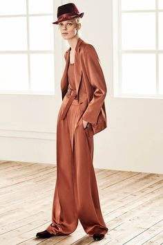Max Mara Pre-Fall 2019 Fashion Show Max Mara Pre-Fall 2019 collection, runway looks, beauty, models, Fashion Show Collection, Couture Collection, Max Mara, Modest Fashion, Fashion Outfits, Street Style, Lookbook, Models, Look Chic