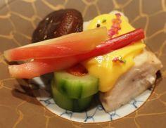 京料理 伊勢長  2010.05.30 Sunday  旬の素材の味を活かす丹念な調理が伺えるのは勿論のこと、彩り鮮やかに盛りつけられた旬の味覚はお箸をつけるのがもったいないほどだ。