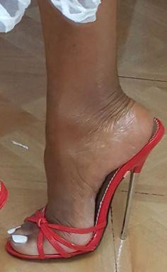 Hot Heels, High Heels Stilettos, Stiletto Heels, Sandal Heels, Feet Soles, Women's Feet, Toe Polish, Pantyhose Heels, Black Toe