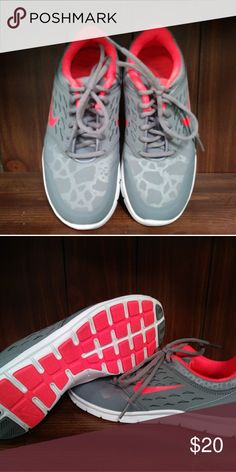 cheap for discount 48848 b9b16 Nike Size 7 Womens size 7 gray and neon orange with gray on gray leopard  print