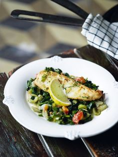 Shallow-fried breaded sole fillets served with spinach and fennel sauté Greek Recipes, Fish Recipes, Seafood Recipes, Fennel Recipes, Greek Cooking, Cooking Recipes, Healthy Recipes, Cook At Home, Fish And Seafood