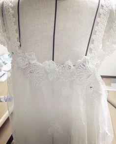 しゃりまで買ったモチーフをドレスにつけてもらったよ#妹が天才  思ってた以上にかわいい 早く着たい #フォトウェディング #ウェディングドレス#オーダーメイドドレス#wedding #みずとかい #okinawa #沖縄 by takaramizu