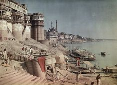 Jules Gervais Courtellemont: A view of a bathing ghat on the shores of the Ganges River in India (1923)