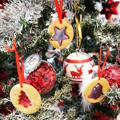 Pour décorer le sapin de Noël ou par simple gourmandise - Biscuits vitraux aux bonbons Lucien Georgelin