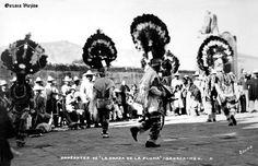 Bailarines de la Danza de la Pluma en Cd. de Oaxaca , Oaxaca Mexico