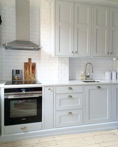 Small Kitchen Ideas - The Very Best Little Kitchen Layout Suggestions for Your Tiny Area. While studio apartments as well as residences often provide plenty in the charm as well as comfort division, t Living Room Remodel, Kitchen Remodel, Grey Kitchen Cabinets, Kitchen Island, Kitchen Cupboard, Little Kitchen, Nice Kitchen, Country Kitchen, Rustic Bathrooms