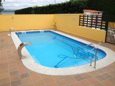 """Piscina Modelo Malta (9,00 x 3,97 x 1,60) con 2 cascadas modelo """"Bali"""" y Barandilla en Acero Inox AISI 316."""