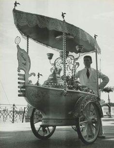 Herbert List, Venice, Icecream Seller, 1933 via Photographers Old Pictures, Old Photos, Vintage Photos, Herbert List, Ice Cream Cart, Berenice Abbott, Vintage Ice Cream, Photo Boards, Magnum Photos