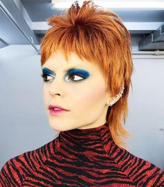 We found a collection of the coolest Halloween makeup looks Cool Halloween Makeup, Halloween Makeup Looks, Halloween Costumes For Girls, Halloween Halloween, Mullet Haircut, Mullet Hairstyle, Retro Makeup, Glam Makeup, David Bowie Makeup